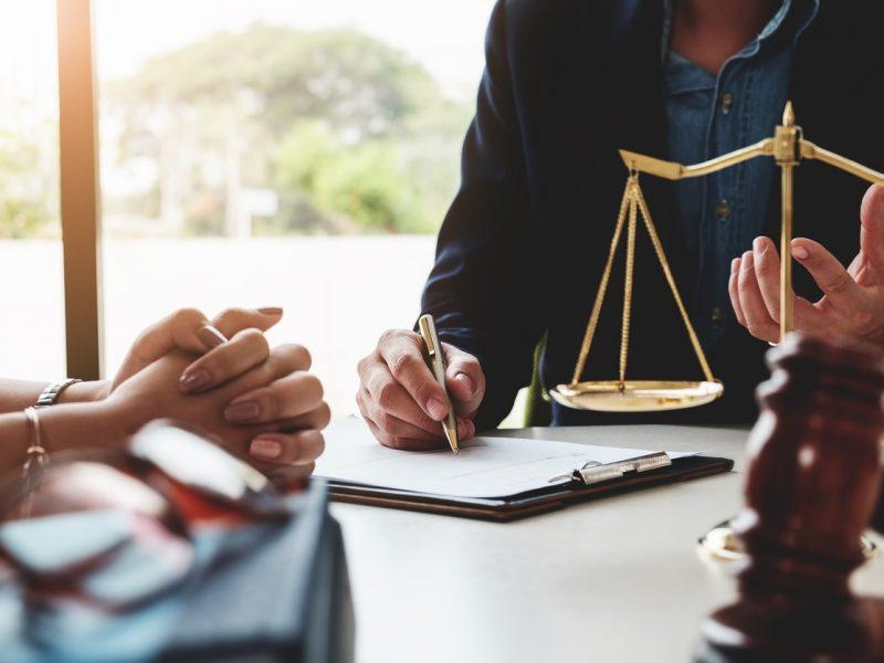 Benefits Of Hiring A Criminal Defense Lawyer